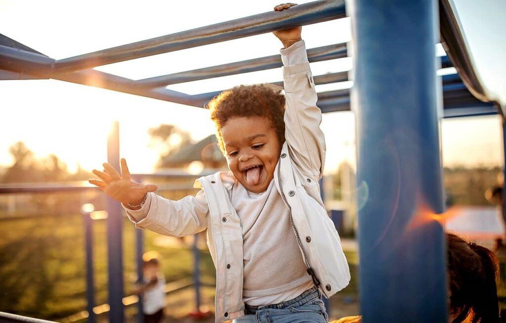 Imunidade Infantil, menino brinca