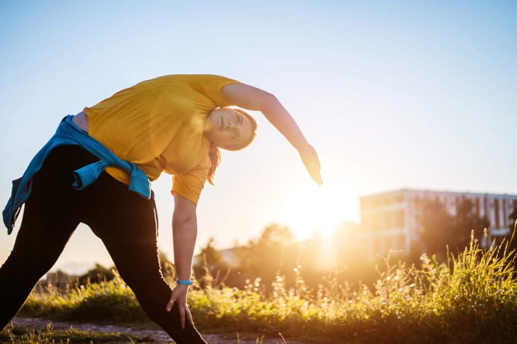 Dia Mundial da Hipertensão, jovem se exercitando