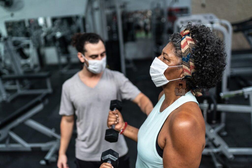 Menopausa, mulher se exercitando