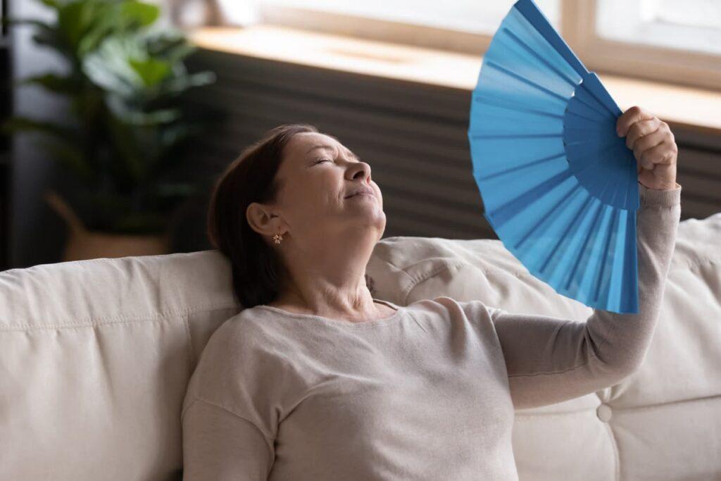 Menopausa, mulher com fogachos